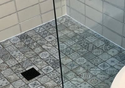 Tiled Walk In Shower With Mosaic Floor